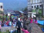 lapangan-dan-ruang-terbuka-di-mamasa-sulawesi-barat-dipenuhi-pengungsi-pascagempa.jpg