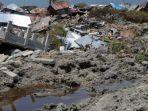 lumpur-yang-keluar-dari-perut-bumi-pasca-gempa-bermagnitudo-74_20181004_190905.jpg
