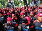 massa-dari-berbagai-organisasi-buruh-melakukan-aksi-unjuk-rasa_20180501_101428.jpg