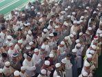 masyarakat-dan-jemaah-masjid-raya-tuatunu-menggelar-sholat-ghaib_20181102_175644.jpg