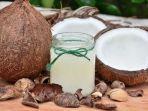 minum-campuran-air-kelapa-dengan-kunyit-baik-untuk-kesehatan.jpg