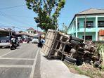 mobil-truk-terbalik-di-kawasan-sumberjo-pangkalpinang-rabu-2792018_20180927_150314.jpg