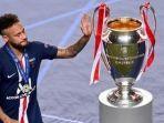 neymar-sedih-tidak-bisa-bawa-pulang-tropi-liga-champions.jpg