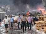 pabrik-terbakar_20180903_224240.jpg