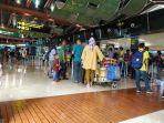 para-calon-penumpang-antre-memasuki-ruang-keberangkatan-di-bandara-soetta.jpg