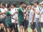 para-pemain-timnas-u-22-indonesia-seusai-latihan-di-lapangan-abc-senayan-jakarta-pusat.jpg