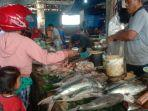 pedagang-ikan-di-pasar-tanjung-pandan3.jpg