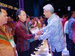 pemkab-belitung-terima-national-procurement-award_20181105_094948.jpg