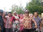 pengantin-pria-di-jeneponto-diarak-menggunakan-sepeda-kerumah-mempelai-wanita-jumat-352019.jpg