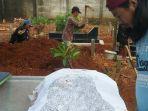 penggalian-kembali-makam-jenazah-yogi_20180413_090346.jpg