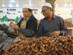 penjual-kurma-di-pasar-kurma-madinah-arab-saudi.jpg