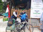 pesepeda-keliling-indonesia_20170522_091306.jpg