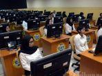 peserta-saat-bersiap-mengikuti-ujian-menggunakan-computer-assisted-tes-cat.jpg