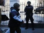 petugas-keamanan-kota-london_20170323_220423.jpg