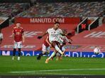 pierre-emerick-aubameyang-cetak-gol-penalti-man-united-vs-arsenal.jpg