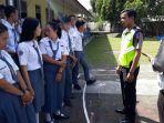 police-go-to-school_20170314_191027.jpg<pf>police-go-to-school_20170314_191036.jpg