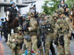 polisi-yang-didukung-tentara-bersenjata-di-amerika-serikat.jpg