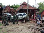 prajurit-komando-pasukan-khusus-kopassus-membantu-evakuasi-korban-bencana-tsunami.jpg