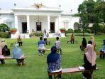 presiden-joko-widodo-jokowi-menyerahkan-bantuan-modal-kerja-kepada-60.jpg