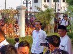presiden-joko-widodo-saat-menyaksikan-pembagian-paket-sembako.jpg
