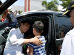 presiden-joko-widodo-usai-meninggalkan-kawasan-hotel-roa-roa-palu_20181004_135110.jpg