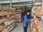 produk-pangan-olahan-laut-yang-dijual-di-toko-oleh-oleh.jpg