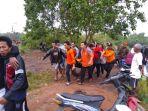 proses-evakuasi-jenazah-nelayan-asal-kurau-mamak-yang-meninggal_20180402_115741.jpg
