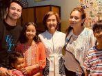 raffi-ahmad-dan-nagita-slavina-berfoto-bersama-keluarga-widi-mulia.jpg