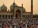 ratusan-muslim-india-berkumpul-di-masjid-jama-setiap-malam.jpg