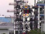 robot-gundam-raksasa-seberat-25-ton-yang-diujicoba-di-yokohama-jepang-23.jpg
