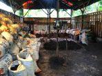rumah-produksi-arang-batok-kelapa-milik-adi-di-tanjungpandan.jpg