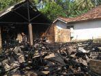 rumah-terbakar-hanya-tersisa-dinding-dapur.jpg