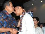 sby-saat-mencium-putranya-agus-harimurti-yudhoyono_20180706_160502.jpg