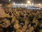 sebanyak-231-ribu-jemaah-haji-indonesia-akan-bergerak-dari-arafah.jpg