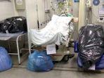 sejumlah-jenazah-korban-covid-19-dimasukkan-ke-kantong-sampah.jpg