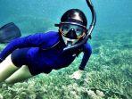 seorang-penyelam-menikmati-pemandangan-bawah-laut-pulau-buku-limau_20161201_184340.jpg