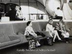 seorang-perempuan-wni-mengenakan-pakaian-kebaya-adat-jawa-di-bandara-internasional-2.jpg