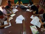 siswa-menggunakan-fasilitas-wifi-gratis-saat-mengikuti-kegiatan-pembelajaran-jarak-jauh-22.jpg