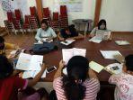 siswa-menggunakan-fasilitas-wifi-gratis-saat-mengikuti-kegiatan-pembelajaran.jpg