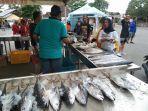 stan-bazar-ikan-murah-di-halaman-gedung-nasional-kecamatan.jpg