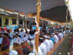 suasana-acara-nganggung-pada-perayaan-ruah-kubur-desa-keretak_20180428_084750.jpg