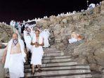 suasana-di-puncak-jabal-rahmah-sabtu-1082019-dini-hari-waktu-arab-saudi.jpg