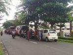 suasana-kedatangan-massa-dari-kecamatan-tempilang-di-pn-sungailiat-bangka_20180418_151703.jpg
