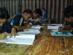 suasana-kegiatan-belajar-mengajar-masyarakat-adat-suku-sawang_20180805_122623.jpg