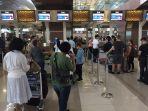 suasana-pintu-masuk-terminal-3-bandara-soekarno-hatta-tangerang-jelang-long-weekend_20180417_085905.jpg