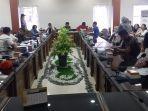 suasana-rapat-audensi-dprd-kabupaten-belitung.jpg