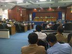 suasana-rapat-paripurna-di-gedung-dprd-kabupaten-belitung_20161128_111109.jpg