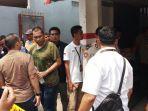 suasana-rumah-satu-keluarga-ditemukan-tewas-di-jalan-bojong-nangka-ii.jpg