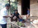 sugianto-membeli-durian_20180711_205210.jpg