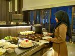 tamu-menikmati-makanan-di-fairfield-by-marriott-hotel-beberapa-waktu-lalu_20180815_164915.jpg
